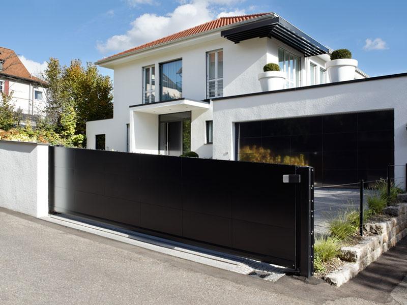 garagensektionaltor schwarz hochglanz freitragende schiebetoranlage - Freitragendes Hofschiebetor
